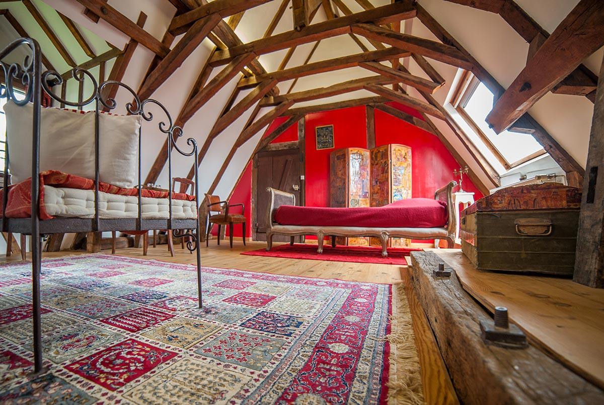 valparaiso grenier rouge. Black Bedroom Furniture Sets. Home Design Ideas
